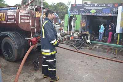Local comercial arde en llamas en Caaguazú – Prensa 5