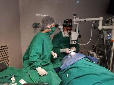 Niño de Pirayú recibe trasplante de córnea en Clínicas
