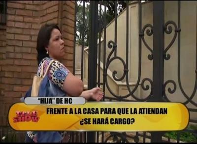 Supuesta hija de Horacio Cartes se planta frente a domicilio del ex presidente
