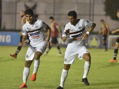General Díaz anota tres goles en seis minutos y aplasta a Santaní