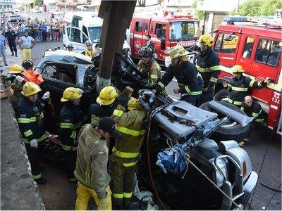 5 heridos tras vuelco de una camioneta en zona de Mercado 4