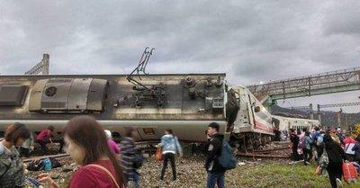 Taiwán: Elevan a 22 los muertos y a 171 los heridos tras descarrilarse un tren