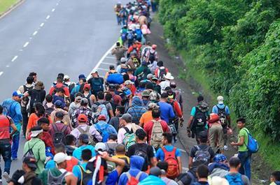 Migrantes siguen marcha hacia Estados Unidos