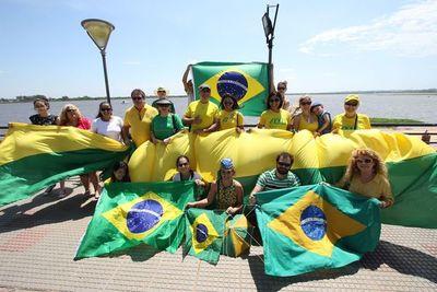 Brasileños se movilizaron a favor de Bolsonaro en la Costanera