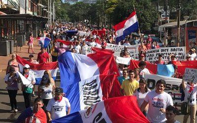 Con multitudinaria marcha piden cárcel para los Zacarías