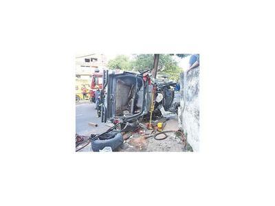 Jóvenes heridos en aparatoso accidente