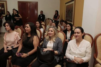 Buscan que más mujeres accedan a espacios de representación política