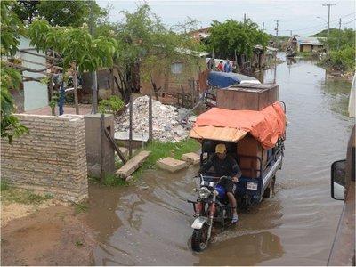 Evacuación de familias de las zonas anegadas se torna penosa en Asunción