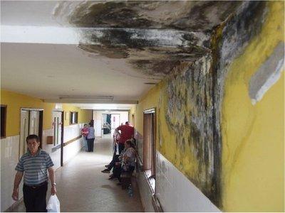 Humedad, equipos descompuestos y sin insumos en Hospital de Caacupé