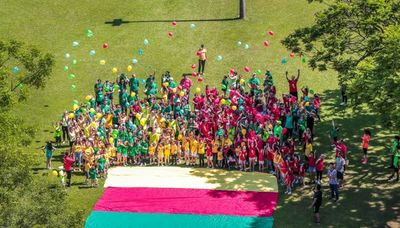 La divertida Fiesta de los Colores en Rakiura