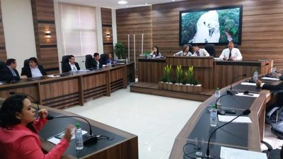 Duras críticas a intendente por utilizar sumas superiores a aprobadas por la Junta