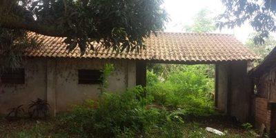 Casa abandonada causa molestias a vecinos del centro