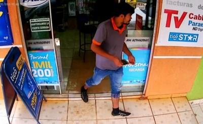 Simuló comprar un celular para robar