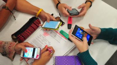 Buscan restringir el uso de celulares en el aula