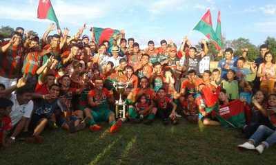 El 13 de Junio es bicampeón de la Liga Deportiva Paranaense