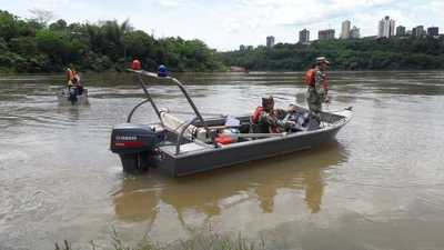 Mujer desaparece en el río Paraná mientras nadaba