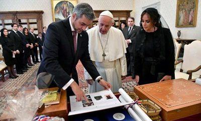 Lucha contra la pobreza, narcotráfico y corrupción fueron temas de conversación entre Papa Francisco y Mario Abdo