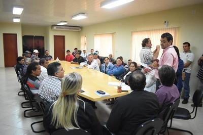 Yacyretá acuerda ayuda por veda con asociaciones de pescadores