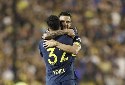 Triunfo de Boca y derrota de River en choques previos a la final continental