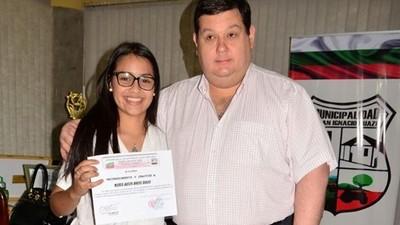 Distinguen a joven por representar a Misiones en el Parlamento Juvenil del Mercosur