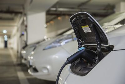 Suba del crudo: positivo para los autos eléctricos