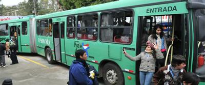 Ministro de Obras no descarta que metrobús sea eléctrico