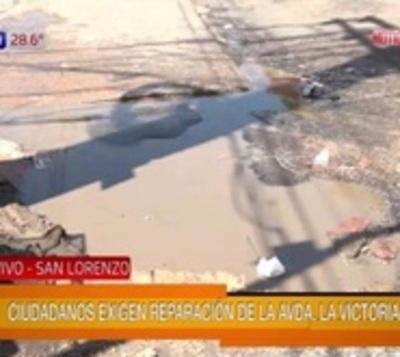 Calamitoso estado de avenida de La Victoria en San Lorenzo