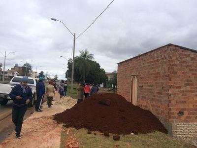 Vecinos amenazan con echar casilla construida en forma irregular sobre la avenida Perú