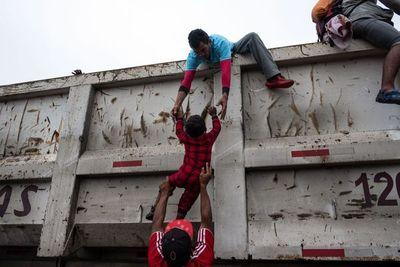 Centroamericanos dejan capital de México y siguen hacia EEUU