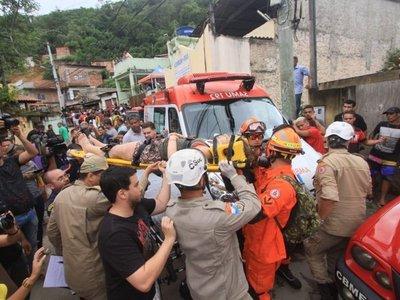 Sube a 14 el número de muertos por deslizamiento de tierra en Brasil