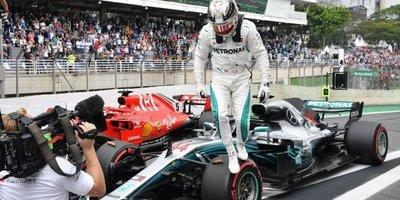 Hamilton gana y Mercedes logra título de marcas en Brasil