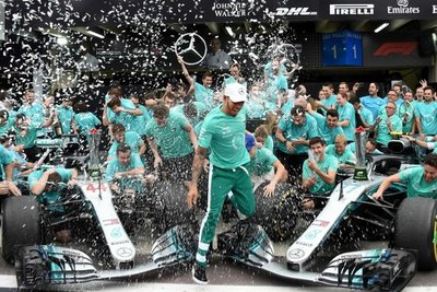 Hamilton gana en Interlagos