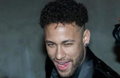 No es broma: a Neymar le pagan por aplaudir
