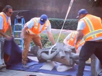 """Sacaron una estatua de Colón por """"genocida"""""""