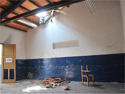 Tensión en el MEC opaca crisis en   las escuelas, que se caen a pedazos