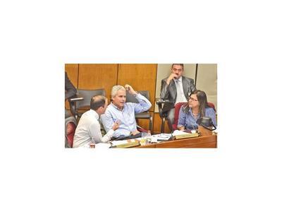 Aumento de impuestos y juicio a Blanco marcarán agenda en Senado