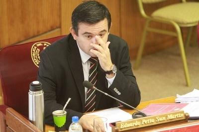 """HOY / """"Yo no destituyo, el presidente toma la decisión"""", dice Petta"""