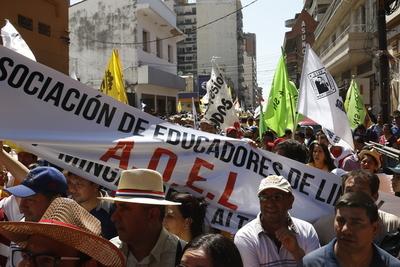 Anuncian huelga en Educación y continuaría en hospital de Clínicas