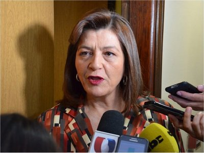 Eduardo Petta es incompetente y acomplejado, afirma Blanca Ovelar