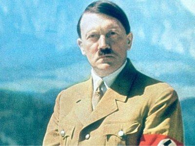 Pareja que llamó Adolf a su bebé, condenada por ser de grupo neonazi