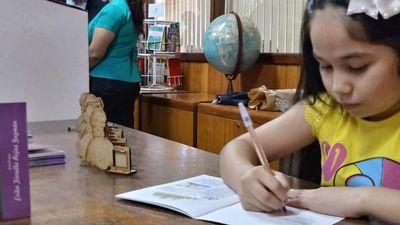 Niña de CDE es la escritora más joven en publicar un libro en Paraguay