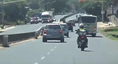 Conductores que circulen por el carril izquierdo serán sancionados
