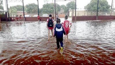 Escuela se inunda en cada lluvia, denuncian