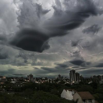 Se anuncia día caluroso con lluvias y ocasionales tormentas eléctricas