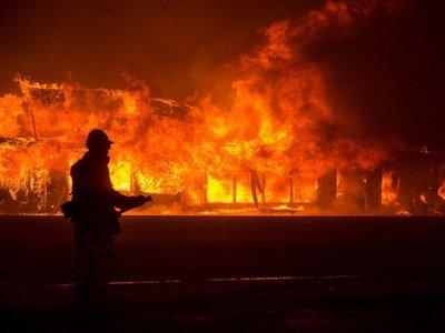 Ascienden a 42 los muertos en el gigantesco incendio en California