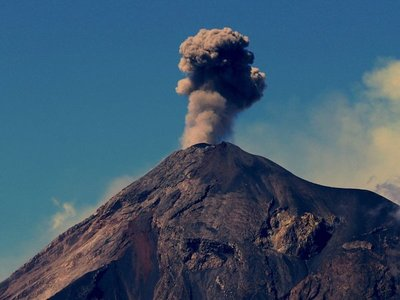 Volcán de Fuego mantiene hasta 12 explosiones por hora