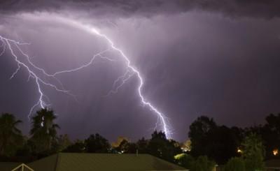 Alertan tormenta eléctrica con fuertes ráfagas de viento y granizo