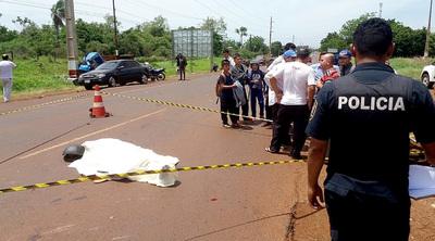 Motociclista muere atropellado por un camión volquete tras desviar de bache
