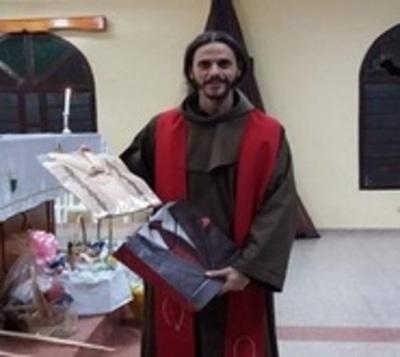 Apartan a vicario tras escándalo por triángulo amoroso en Villarrica