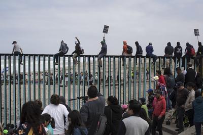 Integrantes de la caravana llegaron a la frontera de México con EE.UU.